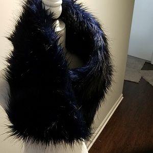 Parkhurst navy faux fur scarf